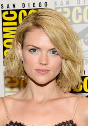 Erin Richards looked like a blonde Jackie O with her voluminous wavy bob during Comic-Con International 2016.