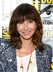 Mary Steenburgen sported her usual shoulder-length waves with bangs during Comic-Con International 2016.