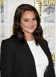 Shailene Woodley wore casual shoulder-length waves during Comic-Con International 2016.