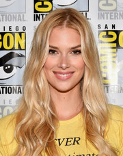 Emma Ishta looked oh-so-pretty with her long blonde waves at the Comic-Con press line for 'Stitchers.'