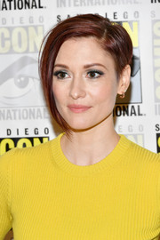 Chyler Leigh rocked a short, asymmetrical cut at the 2018 Comic-Con International 'Supergirl' press line.