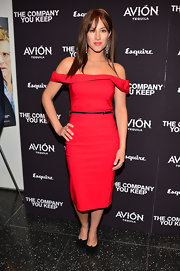 America Olivia opted for classic elegance when she chose this red cocktail dress with off-the-shoulder sleeves and a fitted pencil skirt.
