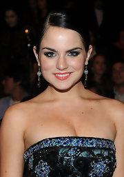 JoJo perfectly paired her embellished strapless dress with gorgeous dangle earrings.