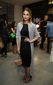 Dianna Agron pulled her outfit together with a pair of black skinny-strap sandals.