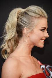 Julianne Hough styled her tresses into a gorgeous wavy ponytail with a pompadour top for the 'Grease: Live' FYC event.
