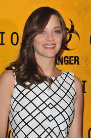 Marion Cotillard had a 70s vibe at a photocall for 'Contagion' when she wore her shiny auburn tresses slightly feathered.