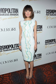 Rose Byrne accessorized her pastel frock with taupe platform pumps.