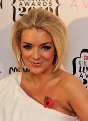 Sheridan dons some seriously fluffy falsies at the Cosmo Awards.