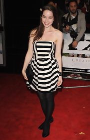 Anna Popplewell's graphic striped dress is rather hypnotic, dontcha think?