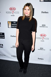 Carly Steel completed her low-key ensemble with a pair of black jeans.