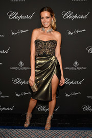 Petra Nemcova added more shimmer with a gold clutch by Tadashi Shoji.