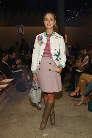 Elisabeth von Thurn und Taxis sealed off her outfit with a wraparound mini skirt.