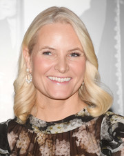 Princess Mette-Marit wore her platinum-blonde hair in a shoulder-length curly style at the Nordic Council Literature Prize.