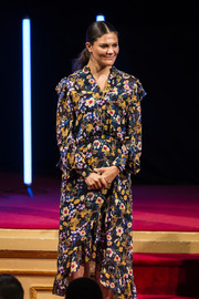 Princess Victoria chose a vibrant floral dress by Gestuz for the Junior Water Prize 2017.