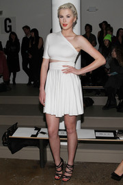 Ireland Baldwin looked like a modern, sexy goddess in a white one-shoulder cutout dress by Cushnie et Ochs during the label's fashion show.