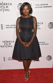 Viola Davis styled her dress with elegant silver platform sandals.