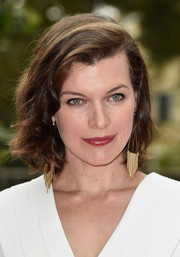 Milla Jovovich dressed up her look with a chic pair of gold chandelier earrings.