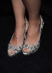 Olivia Wilde shows off these slithering snakeskin pumps, which bring a nice touch of texture to her outfit.