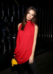 Emily Ratajkowski''s canary-yellow Mark Cross box bag made a striking contrast to her red top during DIRECTV Super Saturday Night 2019.
