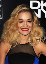 Rita chose big and bouncy curls for the DKNY Artworks even in London.