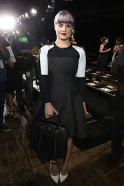 Kelly Osbourne complemented her mod dress with a simple yet chic black leather tote by Chanel when she attended the DKNY fashion show.