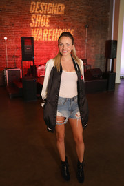 Danielle Bradbery kept the casual vibe going with a pair of distressed jean shorts.