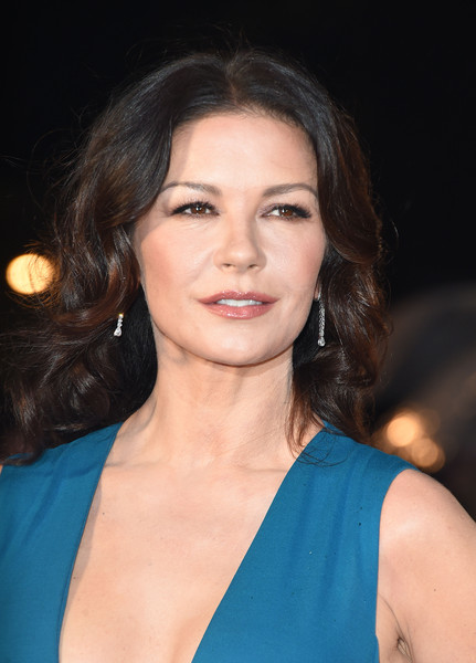 Catherine Zeta-Jones sported her usual center-parted curls at the world premiere of 'Dad's Army.'