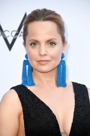 Mena Suvari went for bold styling with a pair of double-tassel earrings by Sachin & Babi.
