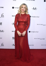 Kate Hudson was Valentine-glam in a micro-beaded red gown by Oscar de la Renta at the 2019 Fashion Los Angeles Awards.