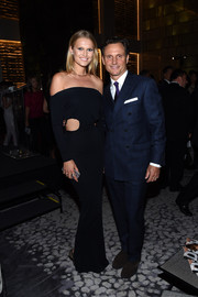 Toni Garrn smoldered at the Fashion Media Awards in a black off-the-shoulder cutout gown.