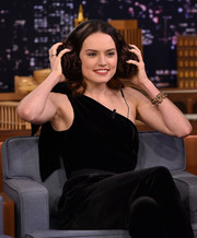 Daisy Ridley paired a chunky gold bracelet with a black velvet jumpsuit for her appearance on 'Jimmy Fallon.'