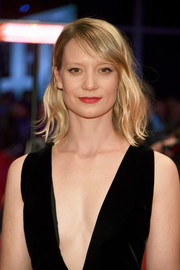 Mia Wasikowska sported mildly messy waves with side-swept bangs at the Berlinale premiere of 'Damsel.'