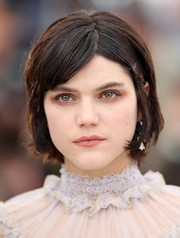SoKo sported a youthful short 'do with parted, bobby-pinned bangs during the Cannes photocall for 'The Dancer.'