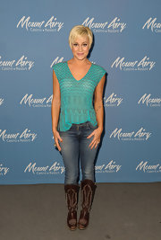 Kellie rocked a turquoise printed top at the Mount Airy Casino in Pennsylvania.