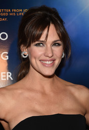 Jennifer Garner complemented her chic hairstyle with a pair of diamond snake hoops.