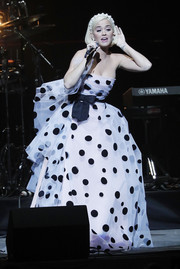 Katy Perry looked adorable in a strapless polka-dot ballgown by Carolina Herrera at the Silence the Violence benefit.