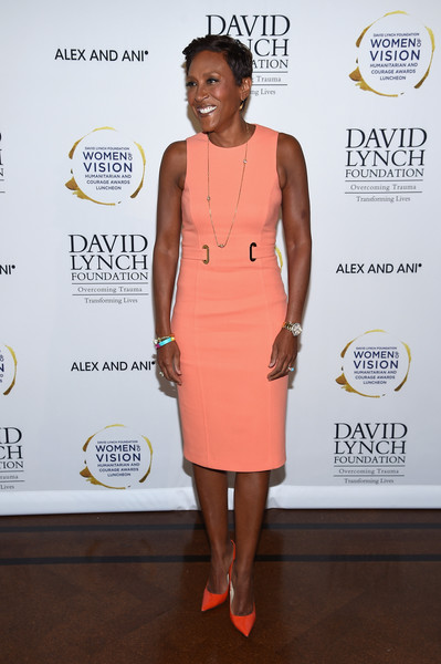 Robin Roberts kept it simple in a sleeveless peach midi dress at the David Lynch luncheon.