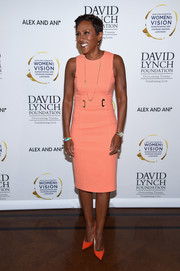Robin Roberts completed her brightly hued ensemble with a pair of coral pumps.