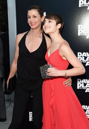 Sami Gayle complemented her summer-chic dress with a textured gray box clutch by Alice + Olivia when she attended the 'Dawn of the Planet of the Apes' premiere.