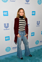 Nicole Richie gave us '70s vibes with these flare jeans at WE Day California.