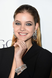 Barbara Palvin matched her 'do with a stunning pair of dangling diamond earrings.