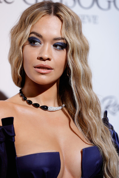 Rita Ora's bold eyeshadow was a perfect match to her dress!