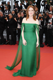 Julianne Moore looked like royalty in an emerald-green off-the-shoulder gown by Dior Couture at the 2019 Cannes Film Festival opening ceremony.