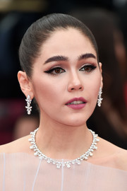 Araya Hargate swept her hair back into a classic bun for the 2019 Cannes Film Festival opening caremony.