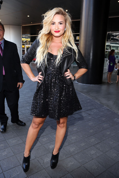 demi lovato style clothes - photo #19
