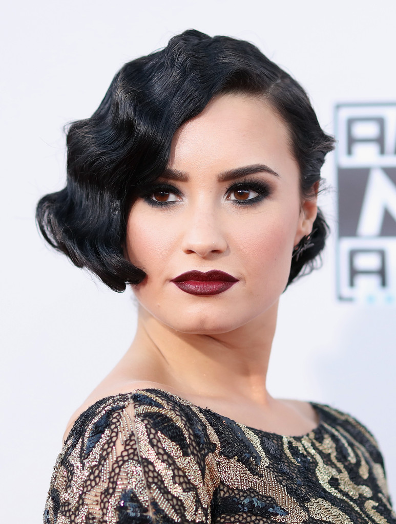 Demi Lovato Finger Wave Short Hairstyles Lookbook