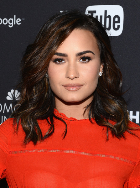 Demi Lovato Medium Wavy Cut [demi lovato,hair,face,hairstyle,eyebrow,lip,chin,brown hair,beauty,layered hair,black hair,global citizen festival in central park to end extreme poverty,lounge,central park,new york city]