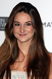 Shailene Woodley kept her makeup look youthful with softly flushed cheeks, a touch of mascara and just a hint of lipgloss at the premiere of 'The Descendants' in London.