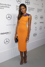Naomie Harris' blue Stuart Weitzman sandals provided a nice contrast to her orange dress.