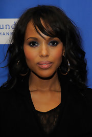 Kerry Washington attended the premiere of 'The Details' wearing a shimmering blue liner to emphasize her eyes.